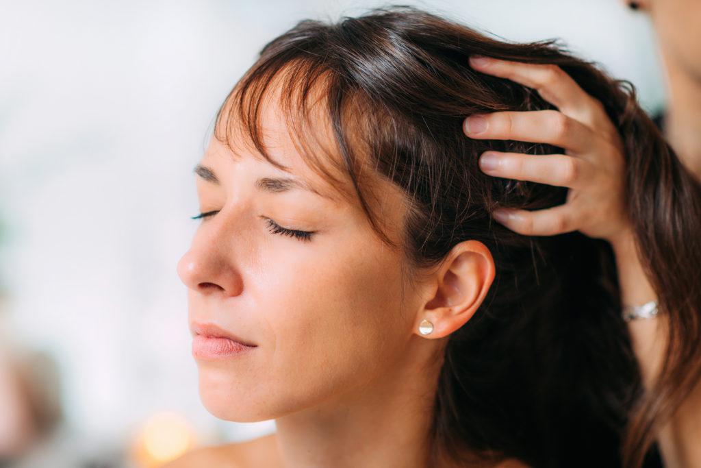 Shiro Abhyanga   Massage ayurvédique   Les Cinq Sens Hélène Le Saget   Meylan - Grenoble