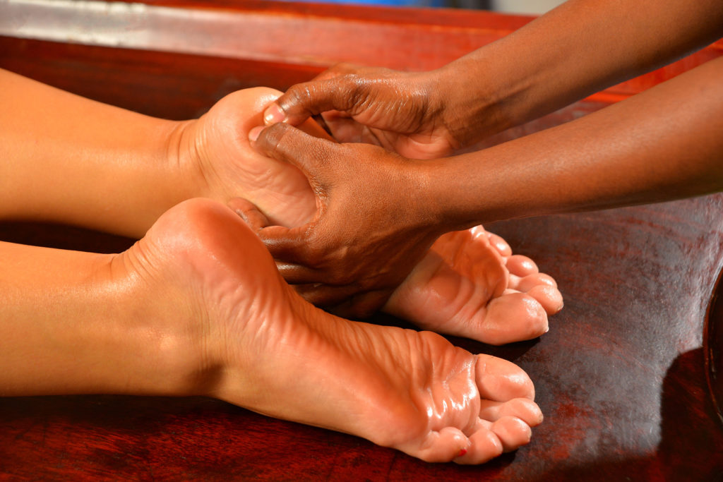 Pada/Hasta Abhyanga   Massage ayurvédique   Les Cinq Sens Hélène Le Saget   Meylan - Grenoble
